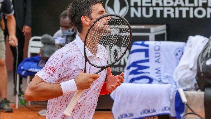 Novak Djokovic esulta